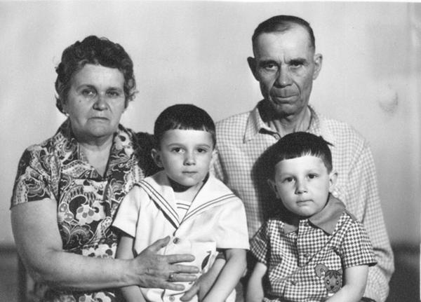 мои бабушка и дедушка познакомились на войне
